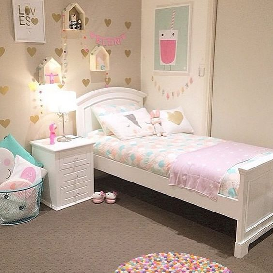 Pastel corazones y alfombra de pompones de colores for Girls bedroom decor ideas