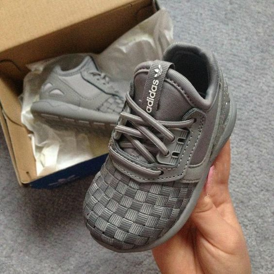 Wittle shoes.