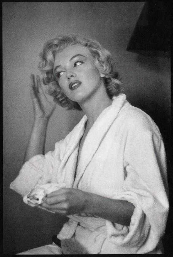 """""""An actress is not a machine, but they treat you like a machine. A money machine."""" -Marilyn Monroe"""