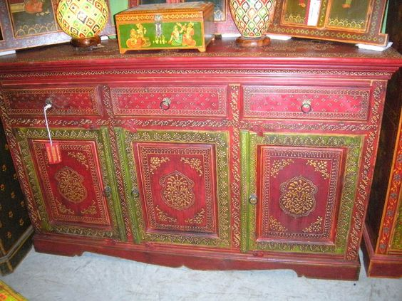 Buffet rouge embossed 3 portes meuble indien et for Meuble india
