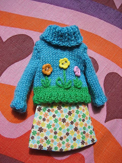 Ravelry: WoollyRockers' Flower Button Sweater