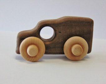 Carro Mini juguete de madera natural por WoodHandcraft en Etsy