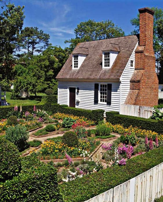 Early american gardens place williamsburg gardens for Garden design 18th century