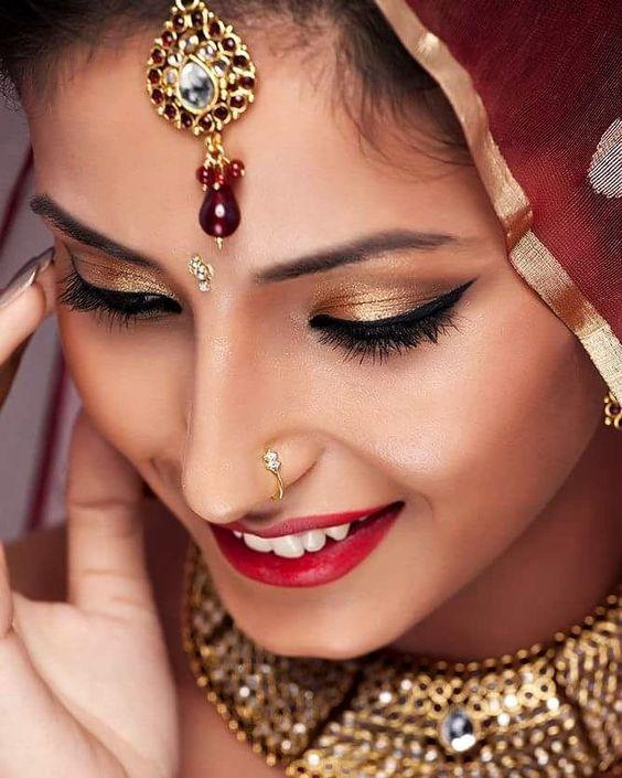 #indianbride #wedding #candidweddingphotography #brideportraits #indianwedding #indianjewellery #subtlemakeup #goldsmokeyeye #wingedliner #peachblush #highlightingandcontouring #redlips #glowingcheeks #lengha #nosepin #happybride #makeupartist #makeupartistcommunity #lovemyjob  #anjumbhardwajmakeup by anjumbhardwajmakeup