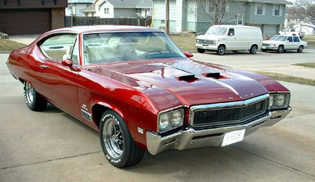 1968 Buick Skylark Gran Sport with 462 cubic inch displacement and shown in modified class.