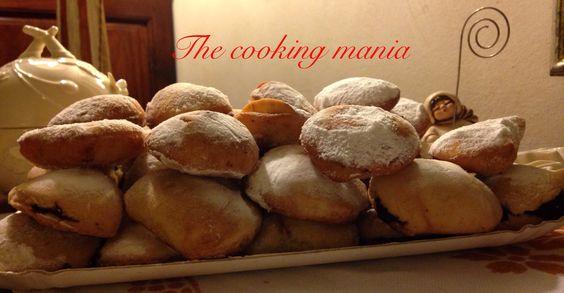 I tortellini al pesto sono dolcetti reggiani tipici delle feste natalizie. La ricetta originale li prevede fritti, ma si possono cuocere anche in forno.