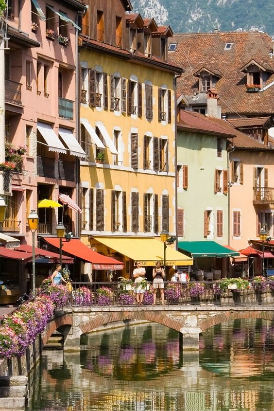 annecy a french city near geneva nicknamed the pearl of the french alps get there in 3 5. Black Bedroom Furniture Sets. Home Design Ideas