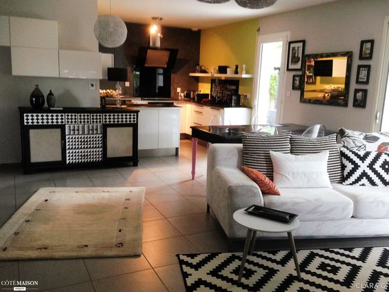 Le th me est ici le noir et le blanc dans ma cuisine - Deco salon et cuisine ouverte ...