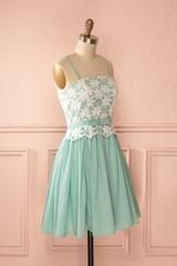 Ailise Menthe - Green floral embroidered bust dress