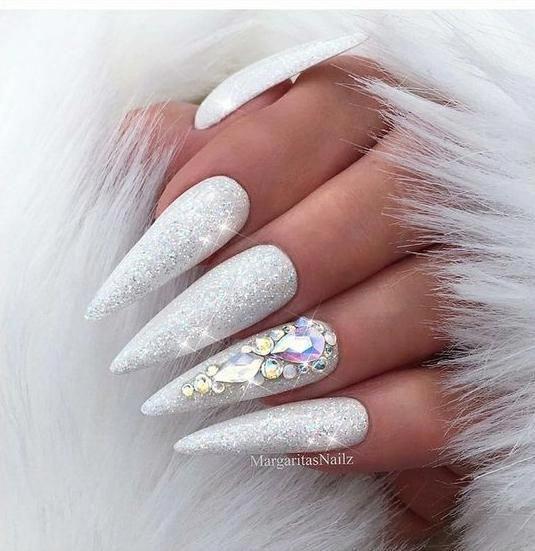 White Color Best For Elegant Stiletto Nails White Stiletto Nails Cute Stiletto Nails Stilett White Stiletto Nails Stiletto Nails Designs White Glitter Nails