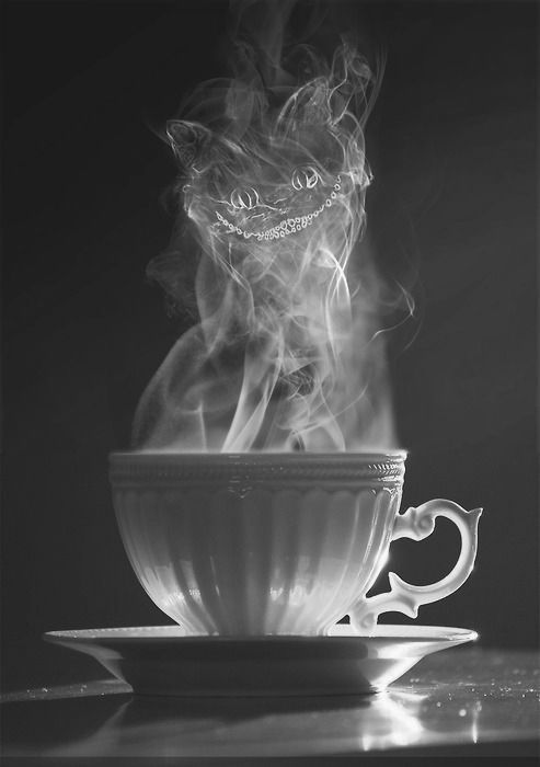 do you see it? cheshire cat? I first only saw it as a delicious cup of coffee :)