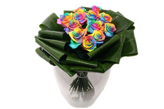 Dozijn regenboog rozen boeket http://www.regioboeket.nl/regenboog/dozijn-regenboog-rozen