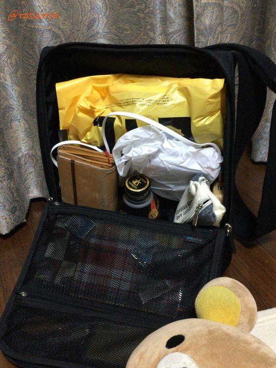 """tadatchiさんのツイート: """"ひらくPCバッグを開いても荷物が落ちない絶妙な場所に買ったものを詰めて帰ってきた。 https://t.co/1jvMd2iD8o"""""""