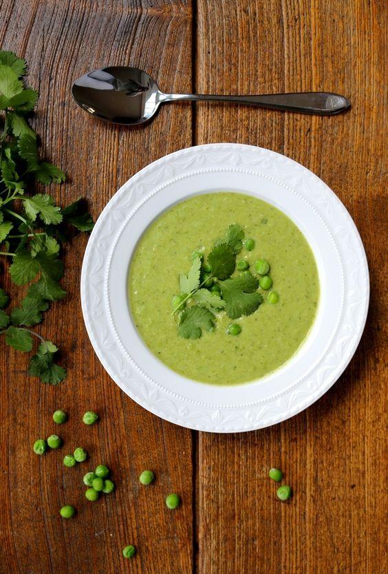Erbsen-Koriander-Suppe: http://blog.natuerlichnadine.de/fruehlingsrezept-erbsen-koriander-suppe/ ---- Pea and cilantro soup: http://blog.natuerlichnadine.de/fruehlingsrezept-erbsen-koriander-suppe/