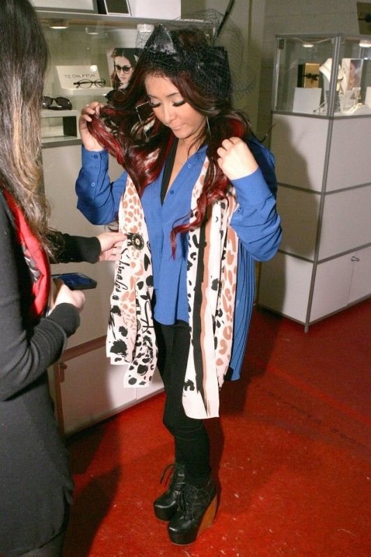 Karen Giberson-Guiding 150 Fashion Accessory Brands to Success, such as Sabina Les Scarves. Snooki bought one at fashion week.