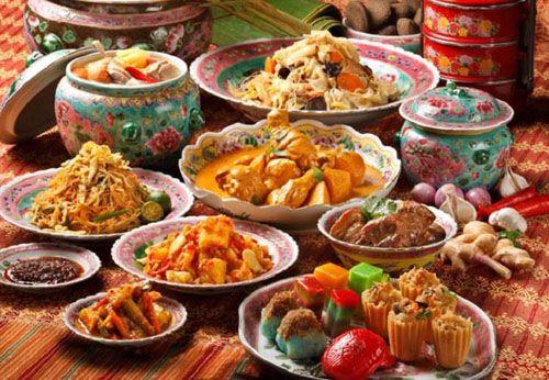 Hương vị của các món ăn có sự ảnh hưởng mạnh mẽ từ ẩm thực Malaysia
