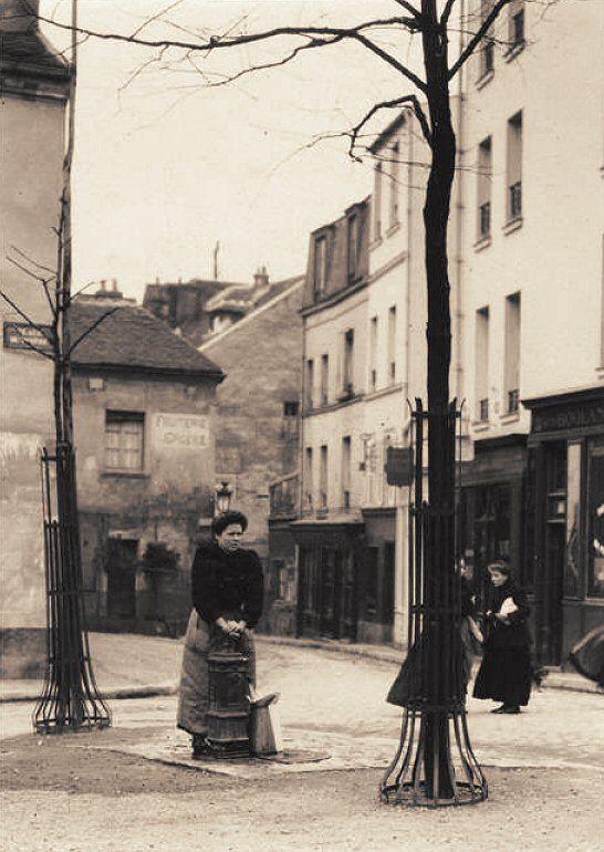 Place du Tertre vers 1900. Photo de Charles Augustin Lhermitte - © RMN-Grand Palais (musée d'Orsay) / Hervé Lawandowski