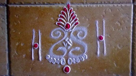 Try it infront of door rangoli pinterest doors for Door design rangoli