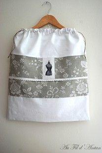 Grand sac à linge en linge ancien, transfert mannequin,toile à matelas  : Textiles et tapis par aufildantan sur ALittleMarket
