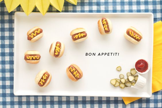 STYLED EATS: MINI HOT DOGS + DIY FOOD CONTAINERS