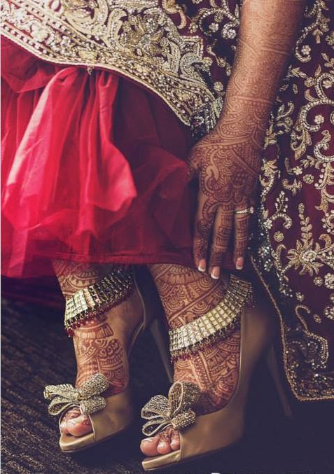 bow shoes | intricate mehndi | sparkling payal | indian bridal shoes wedding bride dulhan desi groom www.amouraffairs.in:
