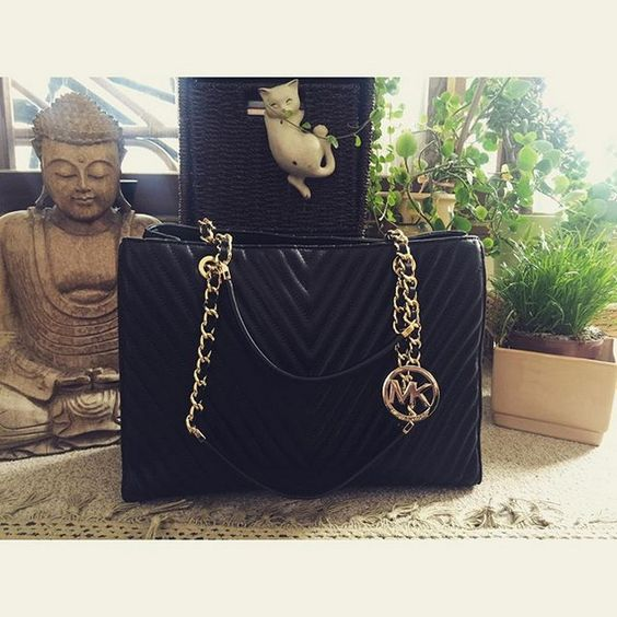 Michael Kors Handbags are classic and instantly recognizable. #Michael #Kors #Handbags