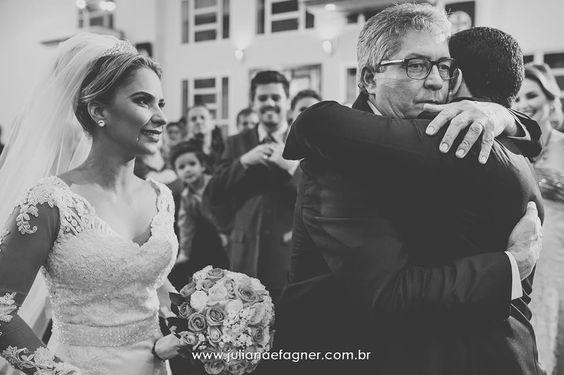 #julianaefagner #fotografias #casamento #alianças #simsim #emoção #noivases #bride #wedding #paidanoiva #father