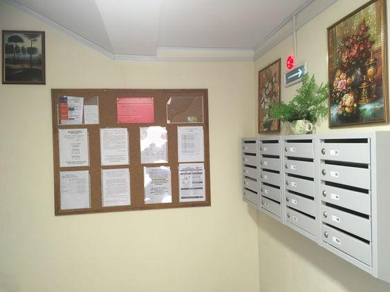 Почтовые ящики и картины