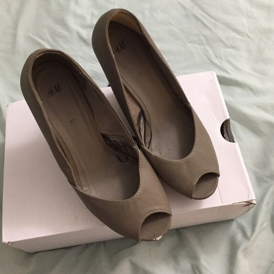 Suede wedges size 37 / 7 H&m wedges size 7 us. Good condition. Just one small visible nick as shown in picture. H&M Shoes
