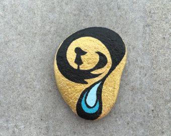 Piedra pintada esperando un milagro por StoneLetters en Etsy
