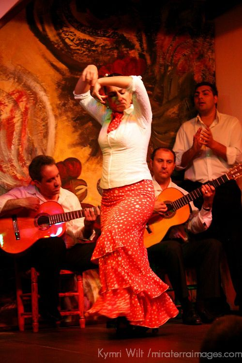 Europe spain seville traditional flamenco dance for Espectaculo flamenco seville sevilla
