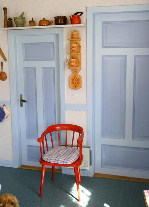 I like doors painted in two shades. Thinking white and light pearl grey, for the countryside kitchen.