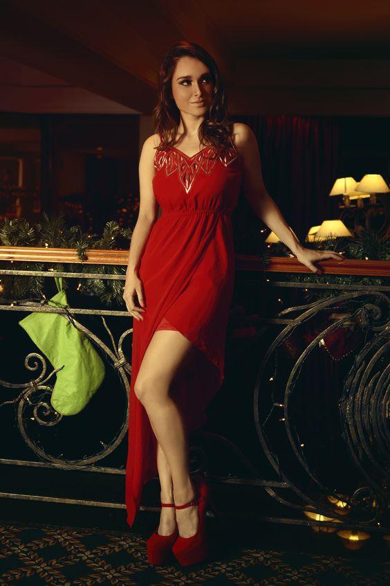 Arts by OfertasenMiami presenta a la hermosa actriz internacional Lali Gonzalez con vestidos de navidad