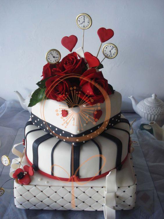 Nos encant hacer est torta de 15 a os inspirada en for Decoracion xv anos alicia pais maravillas
