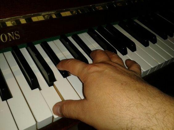 Porque la música alimenta mi corazón y templa mis agitaciones!