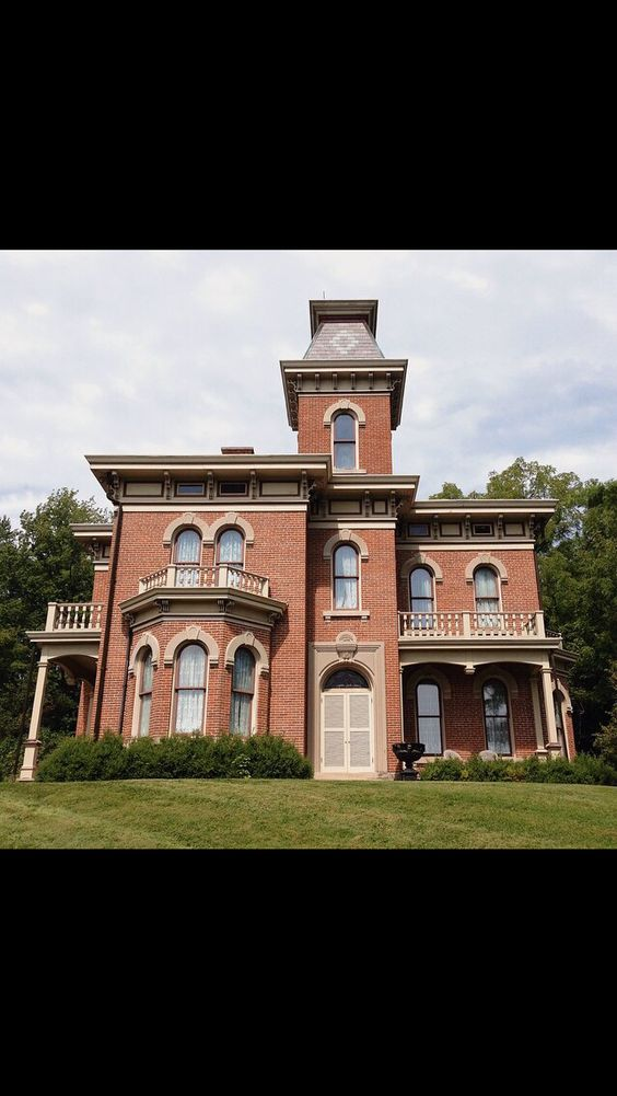 Victorian style home in Spencer, Indiana