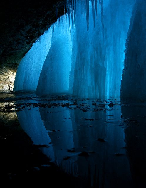 Frozen reflections at Minnehaha Falls, Minnesota, USA (by TedJZ).