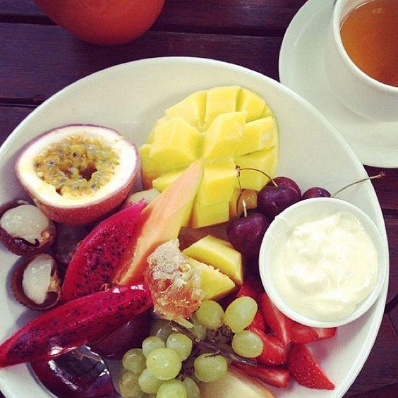 Tropical fruit platter. Drool!