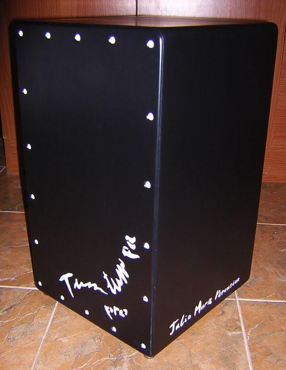 Cajó flamenco Tum tum pa pro, lacado en negro mate, con detalles en blanco, magnifico sonido.