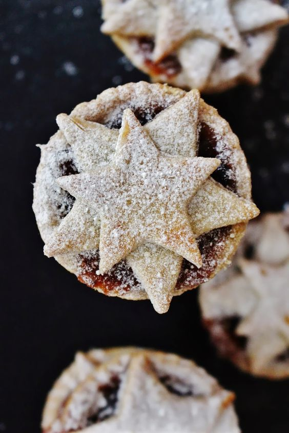 Spiced Clementine Star Topped Mince Pies   hippopotamousse