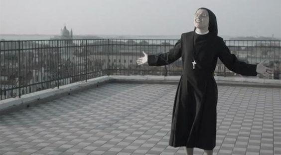 """La chanson """"Like a Virgin"""" de Madonna, vient de fêter ses trente ans. Au même moment, elle est reprise par une nonne, sœur Christina. Histoire d'un single mythique."""