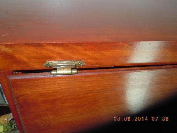 You can see into the cabinet. Hinges have been moved too many times or something??