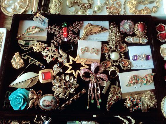 Vintage designer jewelry! Oscar de la Renta, Karl Lagerfeld, Nina Ricci, Ungaro, Valentino, Escada, Balmain, Balenciaga and many more! Find them online at www.truevintage.ro! We ship worldwide