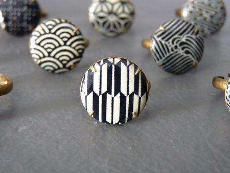 Bagues Songe d'elfe en papier japonais washi black & white pour les fleurs / origami rings
