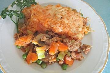 Hackfleisch-Gemüseauflauf unter Süßkartoffel-Käsehaube