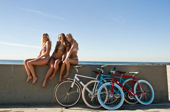 Beach life | Venice Beach | Boardwalk | Bike path cruises | summertime and the living's easy | the OFW | Solé Bicycles