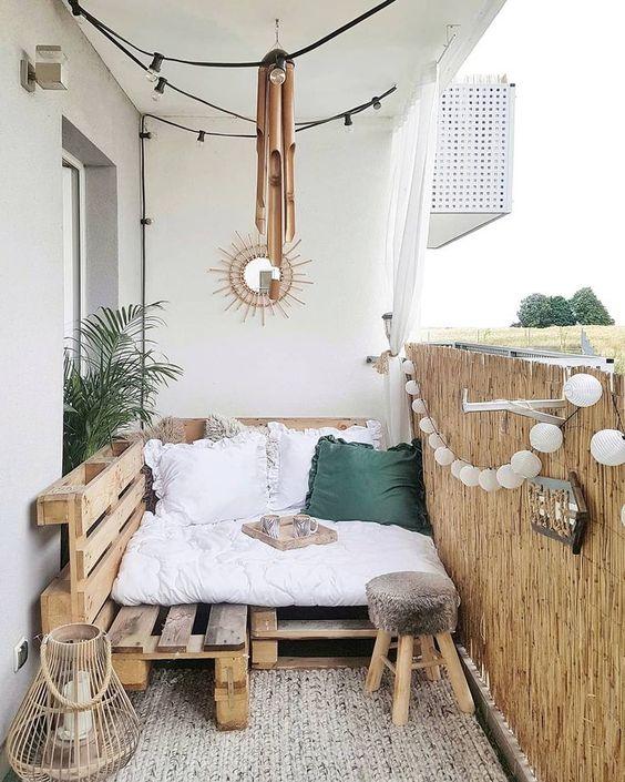 palletbank op lekker te hangen op je balkon
