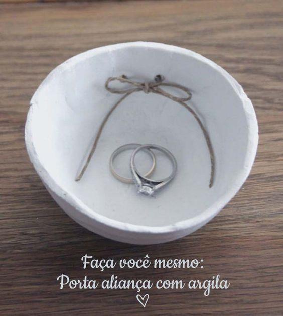 Faça você mesmo: Porta aliança de argila! Tutorial lá no site! :) #DIY #portaaliança #aliança #casamento #wedding #façavocêmesmo #noivinhasdeluxo