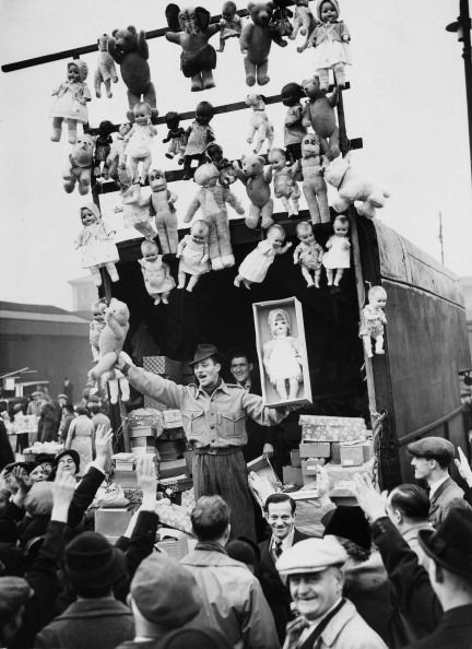 'Dolls being auctioned at Caledonian Market, London, 1920's' (looks later than 20's?). S)