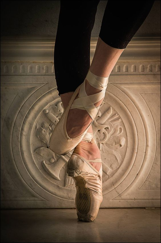 A ballerina on pointe in #pointeshoes